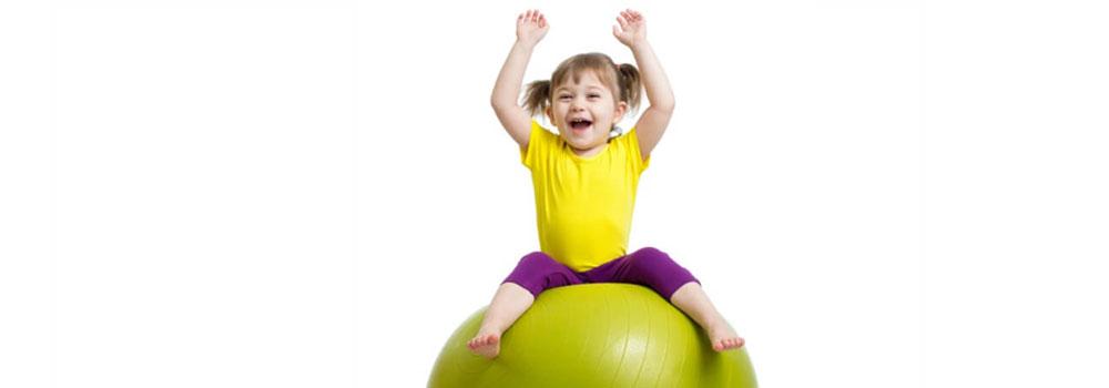 Розваги з дитиною: 8 веселих вправ на фітболі Світ здоров'я
